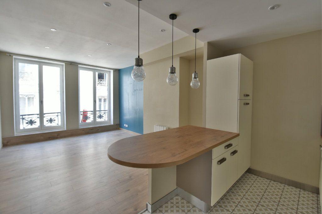 Appartement à louer 3 65.91m2 à Lyon 1 vignette-3