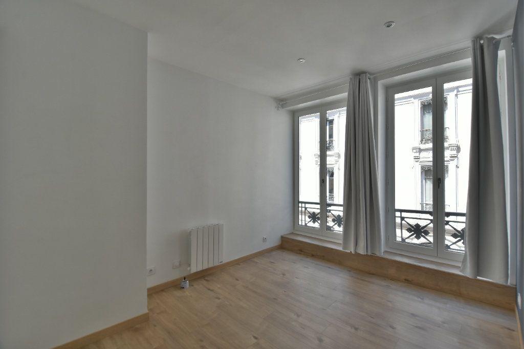 Appartement à louer 3 65.91m2 à Lyon 1 vignette-4