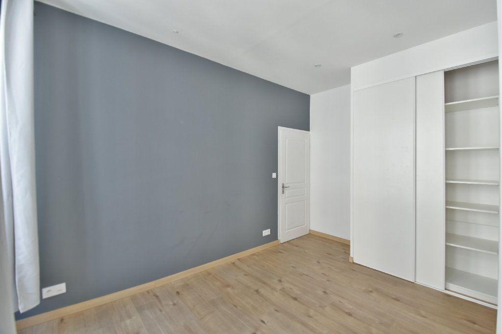 Appartement à louer 3 65.91m2 à Lyon 1 vignette-5