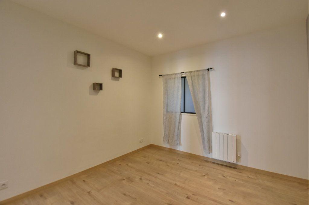 Appartement à louer 3 65.91m2 à Lyon 1 vignette-6