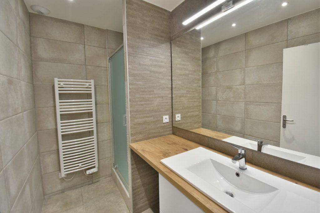 Appartement à louer 3 65.91m2 à Lyon 1 vignette-7