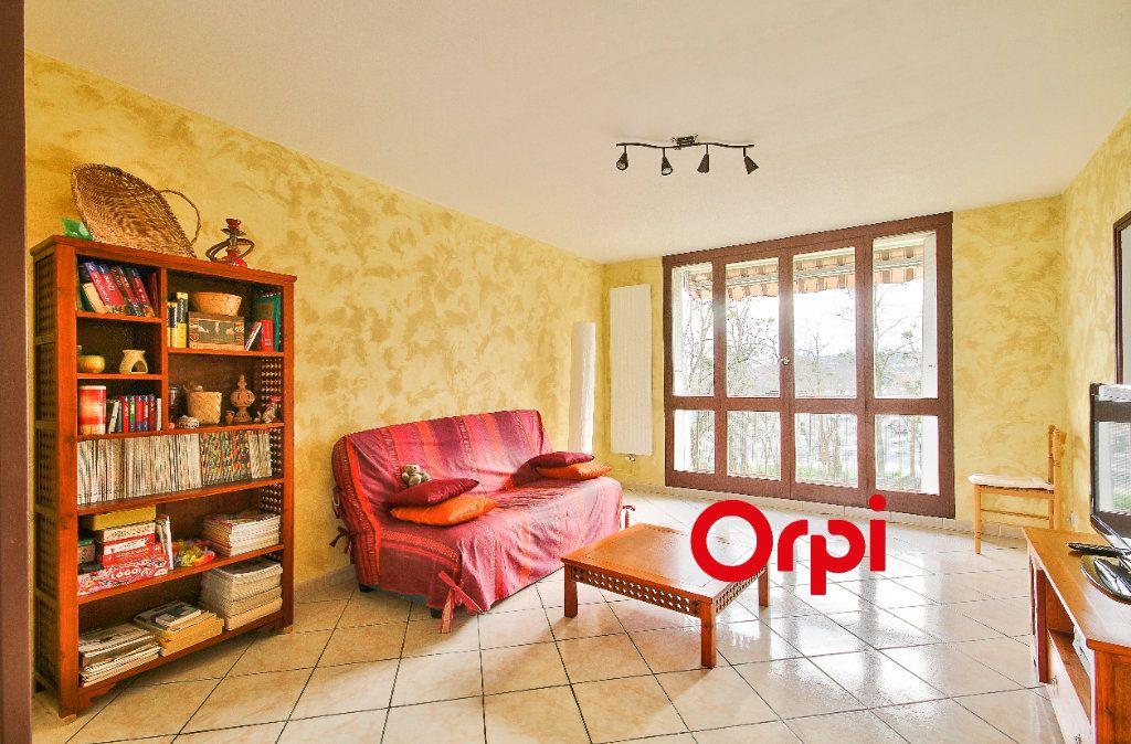 Appartement à vendre 3 68.31m2 à Pierre-Bénite vignette-1