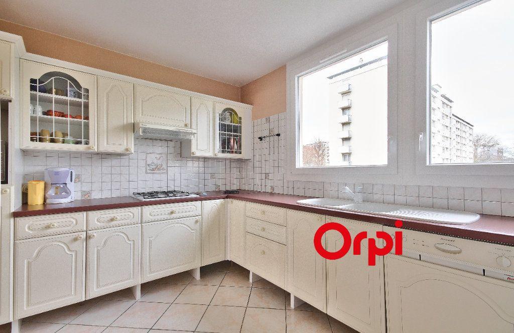 Appartement à vendre 3 68.31m2 à Pierre-Bénite vignette-5