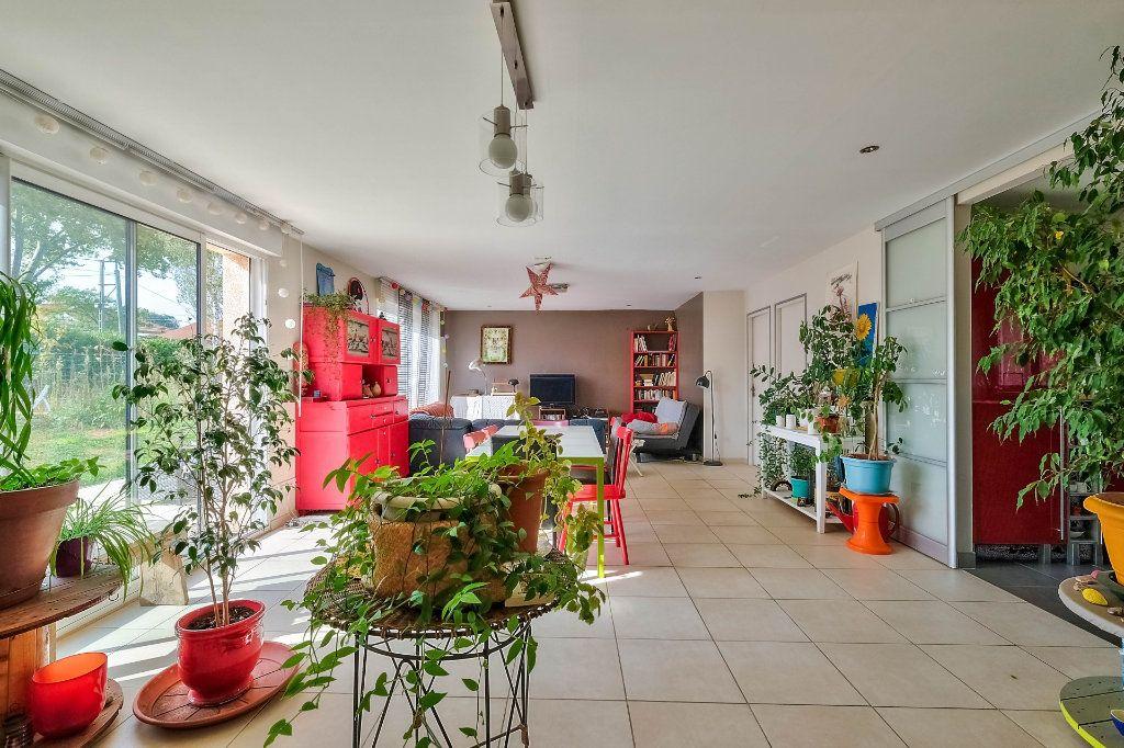 Maison à vendre 9 205m2 à Saint-Genis-Laval vignette-1