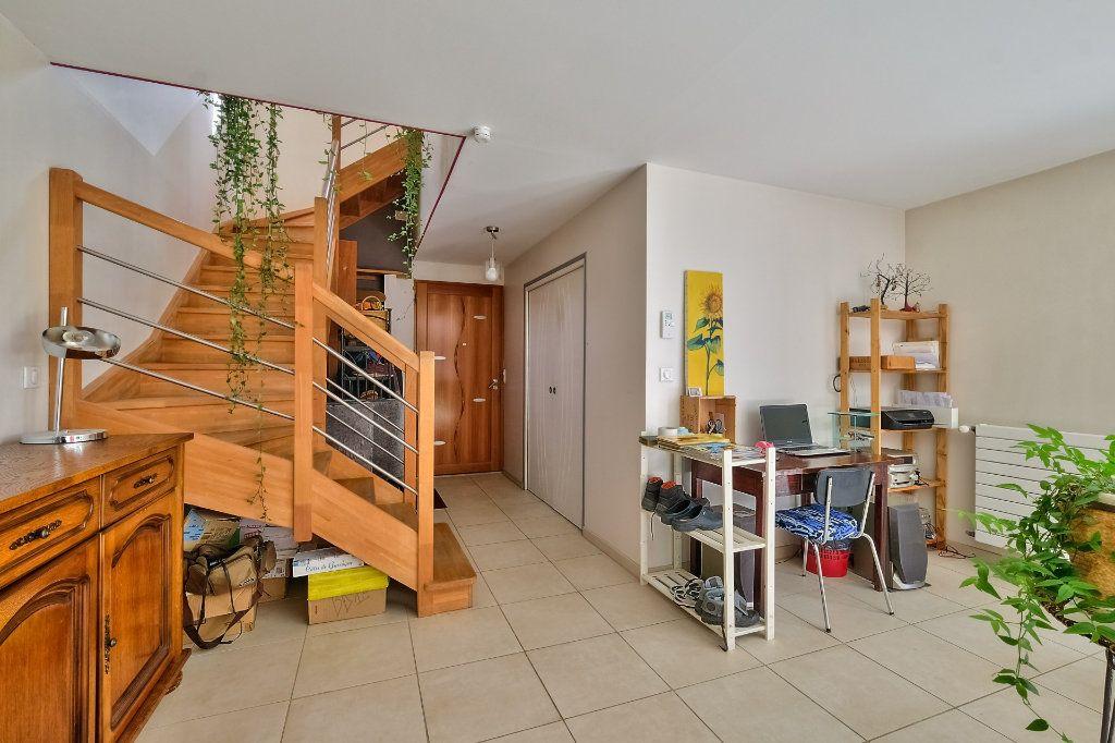 Maison à vendre 9 205m2 à Saint-Genis-Laval vignette-2