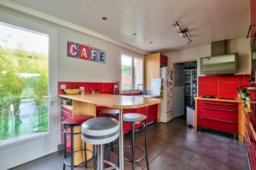 Maison à vendre 9 205m2 à Saint-Genis-Laval vignette-3