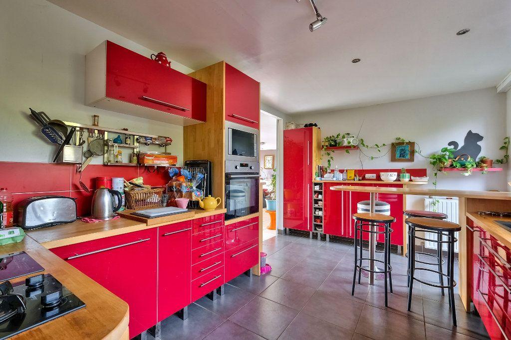Maison à vendre 9 205m2 à Saint-Genis-Laval vignette-4