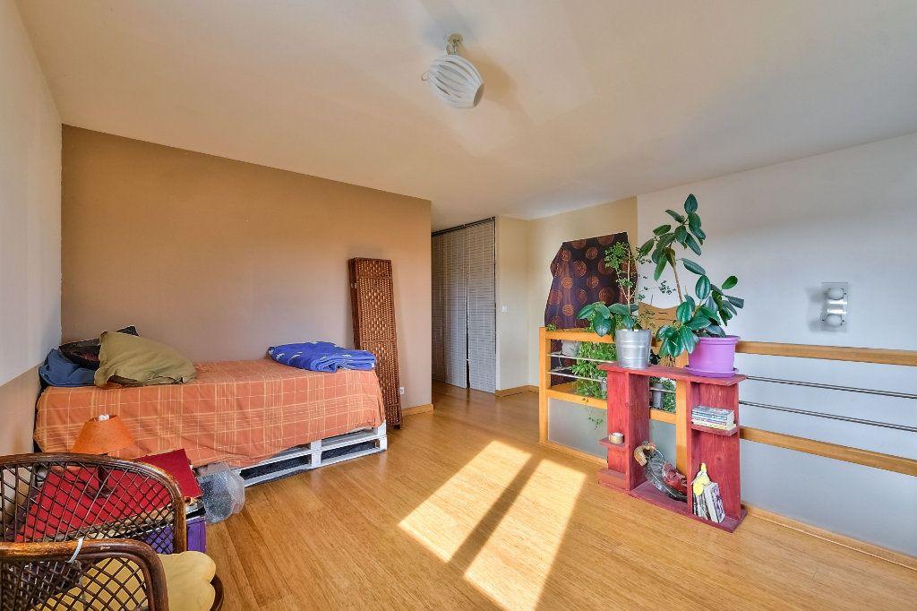 Maison à vendre 9 205m2 à Saint-Genis-Laval vignette-5