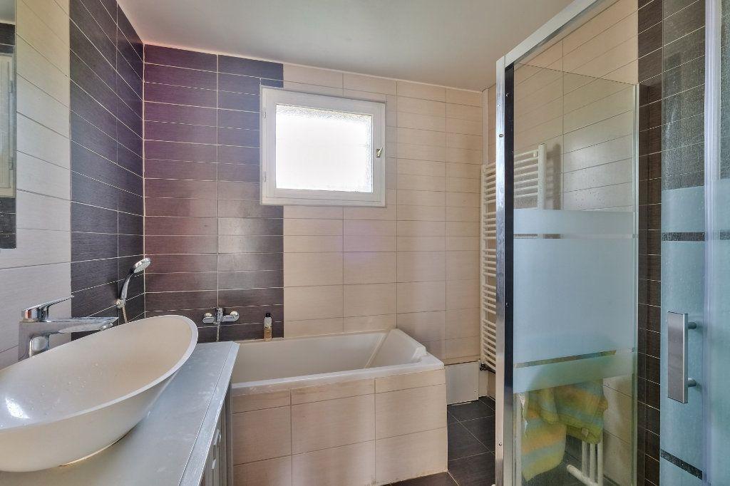 Maison à vendre 9 205m2 à Saint-Genis-Laval vignette-7