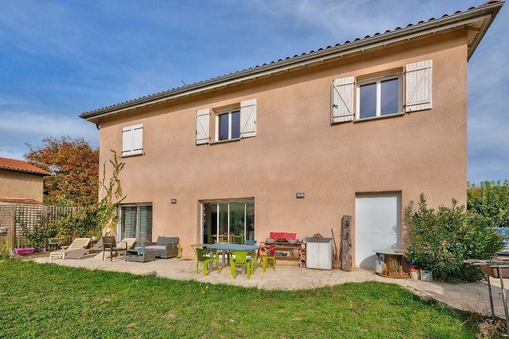 Maison à vendre 9 205m2 à Saint-Genis-Laval vignette-8