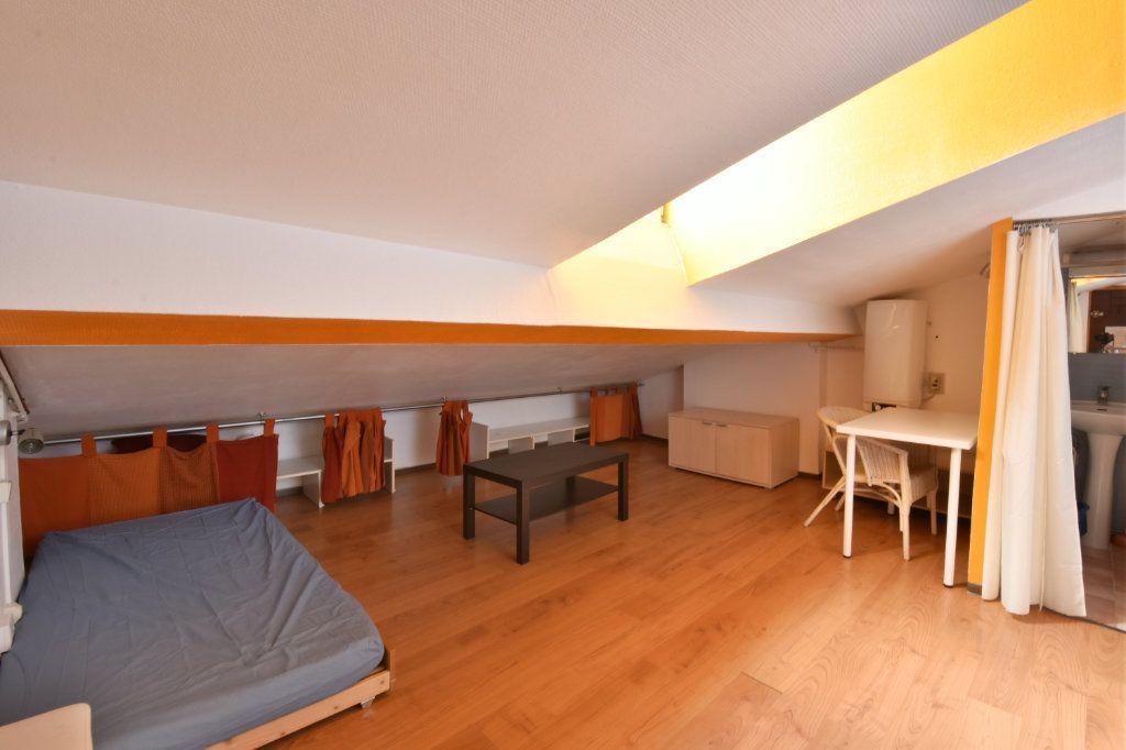Appartement à louer 1 7.44m2 à Lyon 6 vignette-1