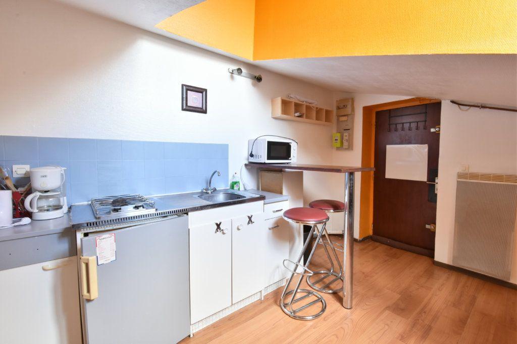 Appartement à louer 1 7.44m2 à Lyon 6 vignette-3