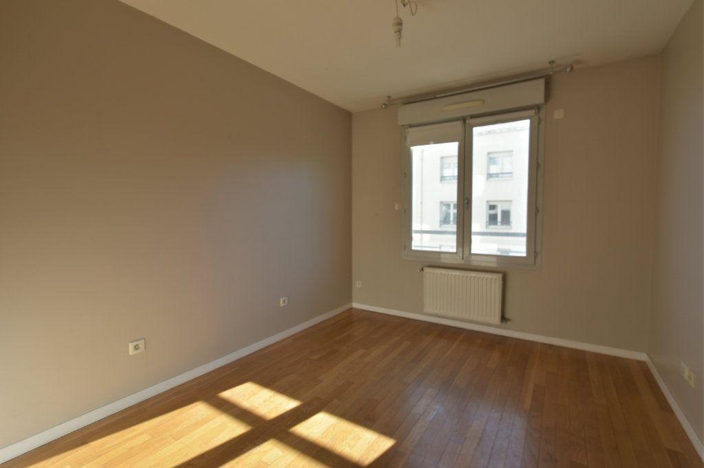 Appartement à vendre 4 83m2 à Lyon 7 vignette-3