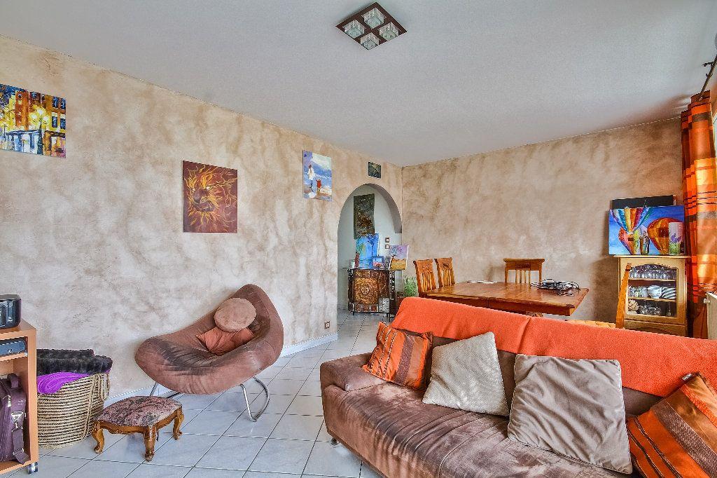 Appartement à vendre 4 77.02m2 à Caluire-et-Cuire vignette-2