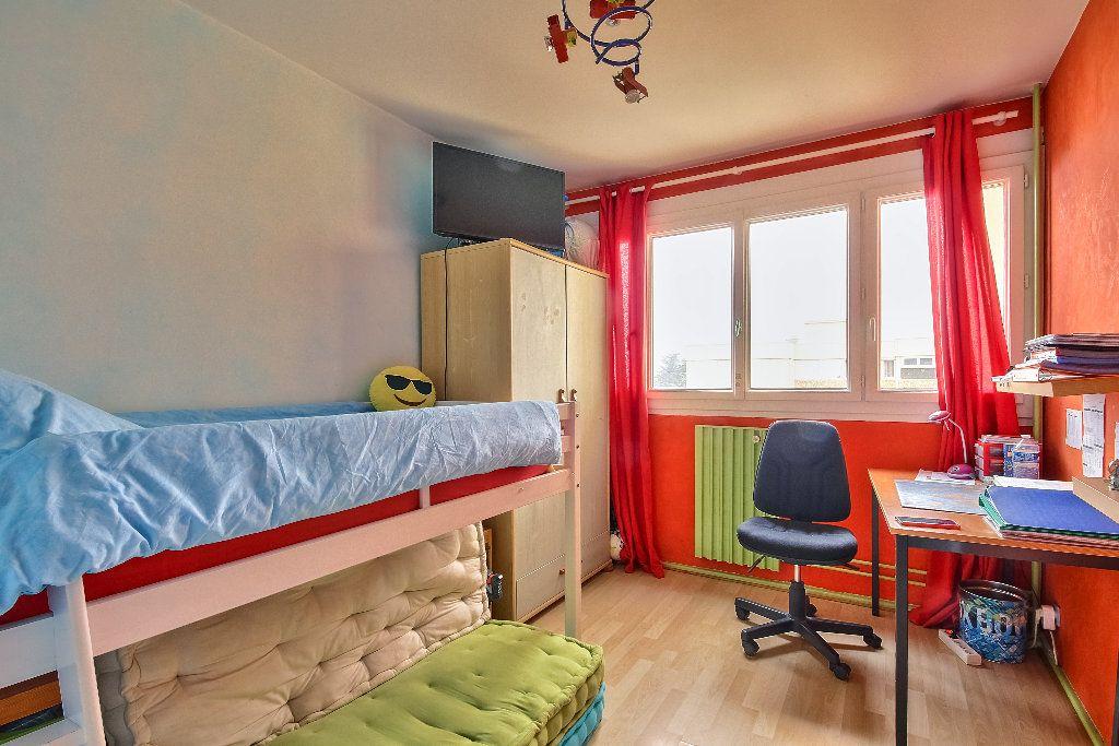 Appartement à vendre 4 77.02m2 à Caluire-et-Cuire vignette-4
