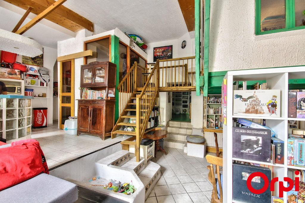 Appartement à vendre 3 76.03m2 à Caluire-et-Cuire vignette-3