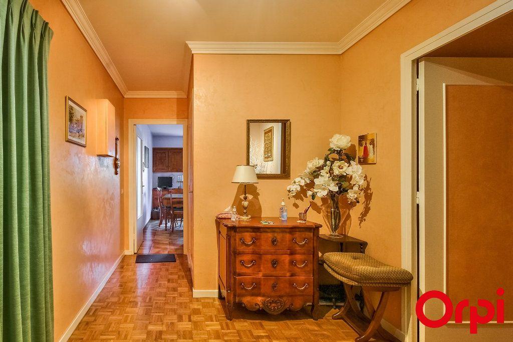 Appartement à vendre 5 109.07m2 à Sainte-Foy-lès-Lyon vignette-6