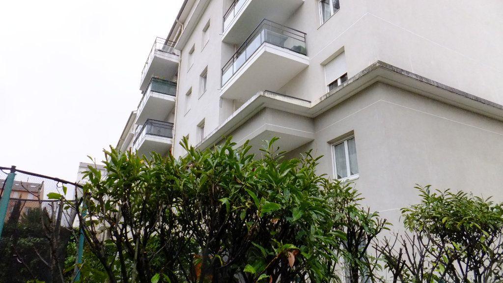 Appartement à vendre 2 52.01m2 à Villeurbanne vignette-2