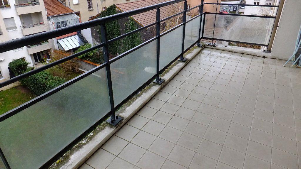 Appartement à vendre 2 52.01m2 à Villeurbanne vignette-3