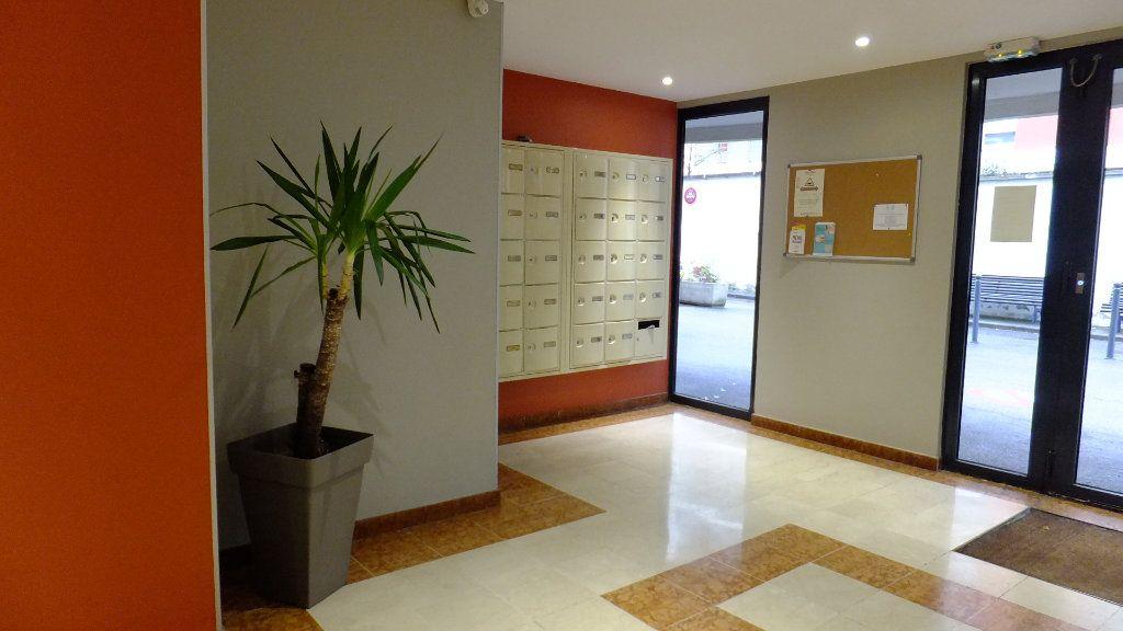 Appartement à vendre 2 52.01m2 à Villeurbanne vignette-4