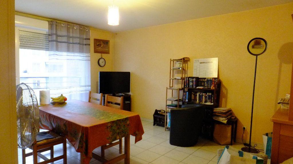 Appartement à vendre 2 52.01m2 à Villeurbanne vignette-6