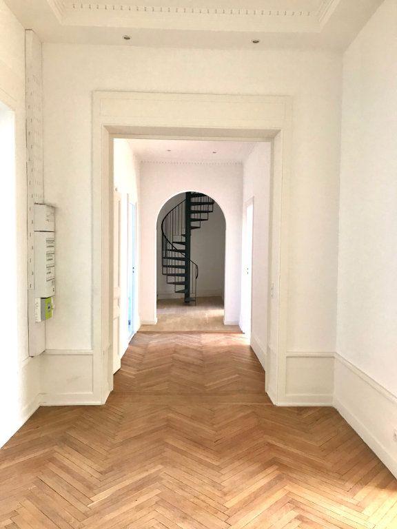 Appartement à vendre 4 147m2 à Caluire-et-Cuire vignette-4