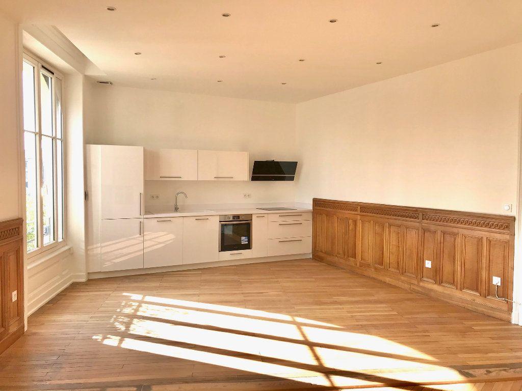 Appartement à vendre 4 129m2 à Caluire-et-Cuire vignette-2