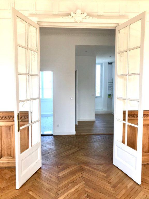 Appartement à vendre 4 129m2 à Caluire-et-Cuire vignette-4