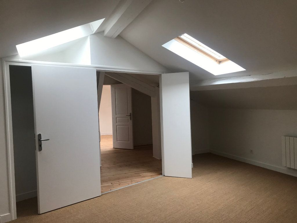 Appartement à vendre 4 129m2 à Caluire-et-Cuire vignette-7
