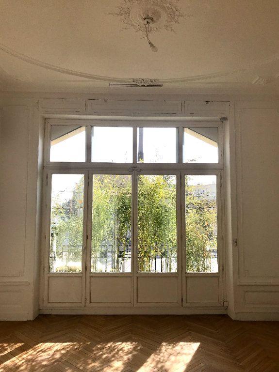 Appartement à vendre 4 147m2 à Caluire-et-Cuire vignette-2