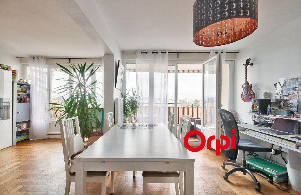 Appartement à vendre 5 102.46m2 à Sainte-Foy-lès-Lyon vignette-6