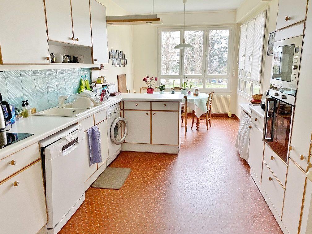 Appartement à vendre 6 168.02m2 à Sainte-Foy-lès-Lyon vignette-5