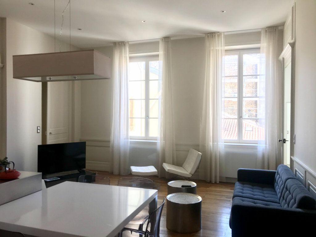 Appartement à vendre 4 139m2 à Lyon 2 vignette-2