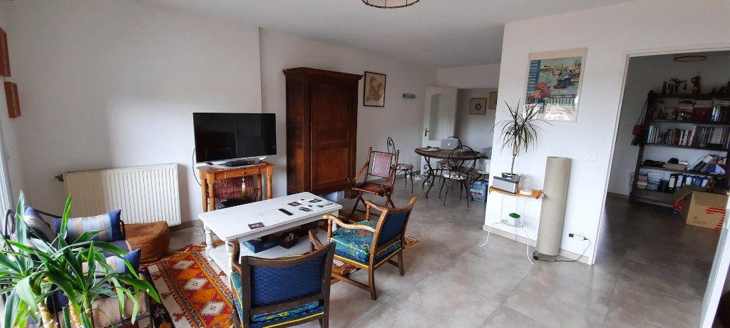 Appartement à louer 4 94.31m2 à Sainte-Foy-lès-Lyon vignette-1