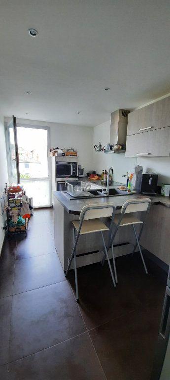 Appartement à louer 4 94.31m2 à Sainte-Foy-lès-Lyon vignette-2