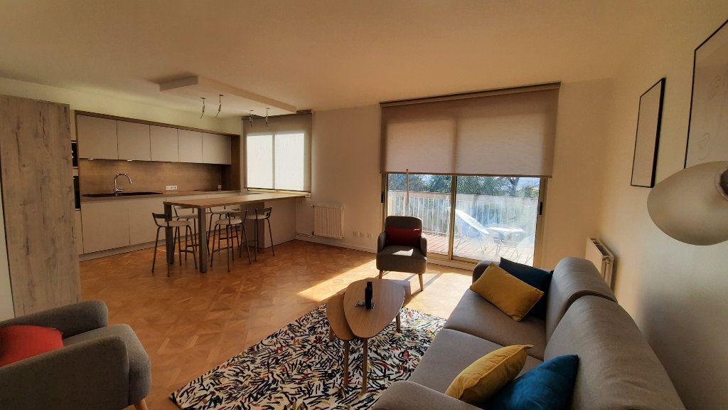Appartement à louer 3 77.82m2 à Sainte-Foy-lès-Lyon vignette-1