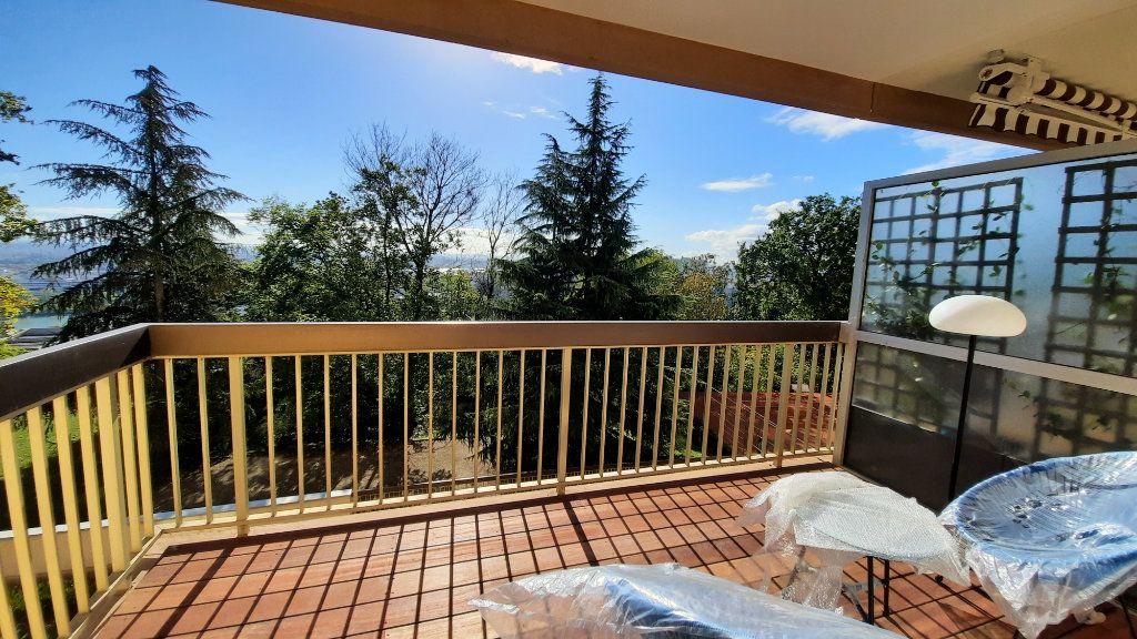 Appartement à louer 3 77.82m2 à Sainte-Foy-lès-Lyon vignette-3