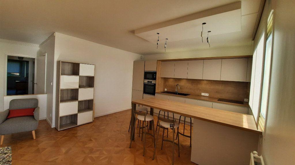 Appartement à louer 3 77.82m2 à Sainte-Foy-lès-Lyon vignette-4