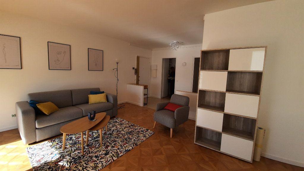 Appartement à louer 3 77.82m2 à Sainte-Foy-lès-Lyon vignette-6