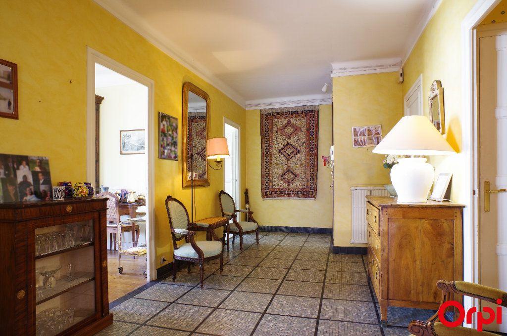Appartement à vendre 4 128.29m2 à Lyon 6 vignette-6