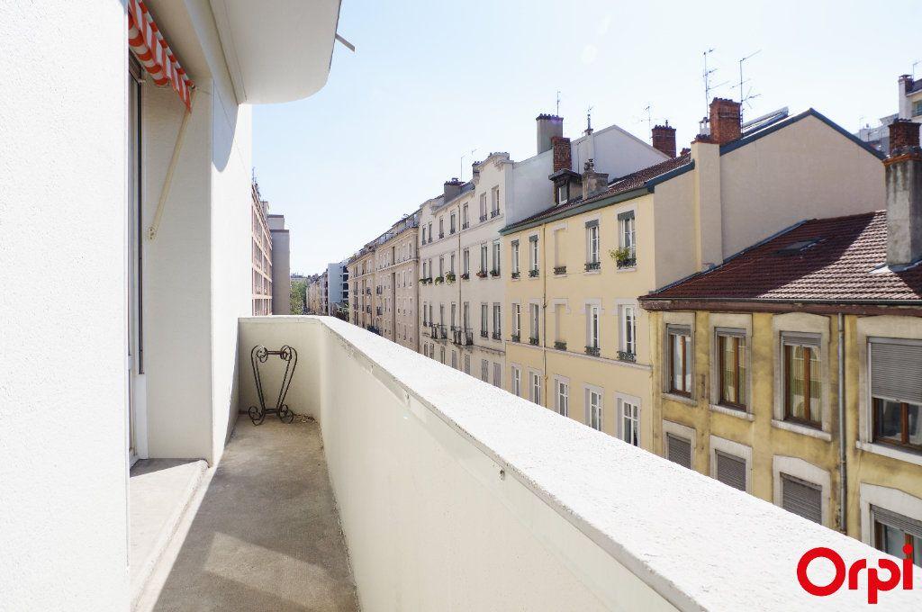 Appartement à vendre 4 128.29m2 à Lyon 6 vignette-9