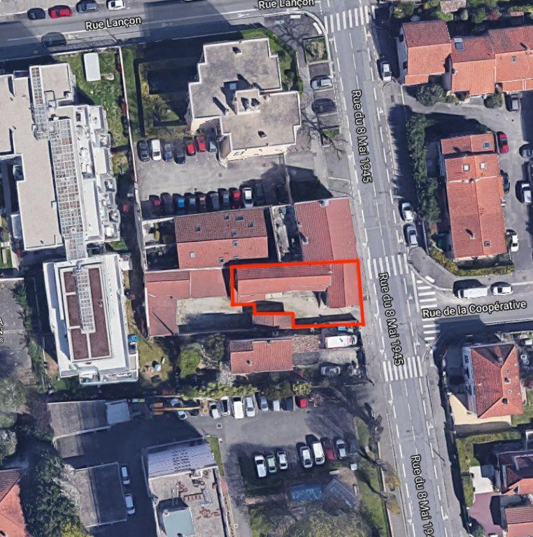 Immeuble à vendre 0 211m2 à Villeurbanne vignette-1