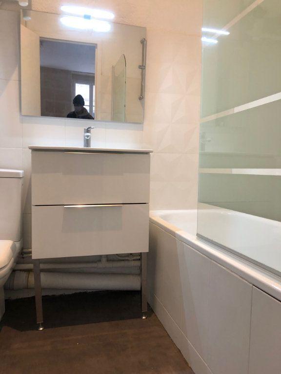 Appartement à louer 1 22m2 à Bordeaux vignette-3