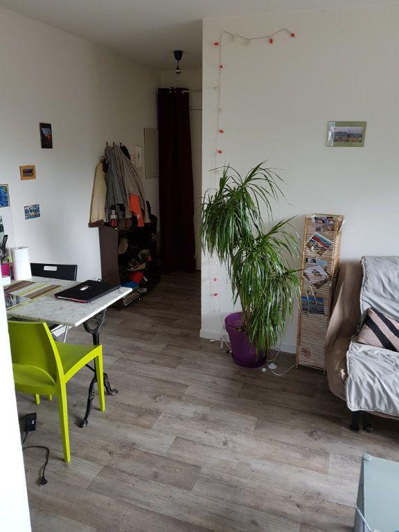 Appartement à louer 2 28.25m2 à Bordeaux vignette-1