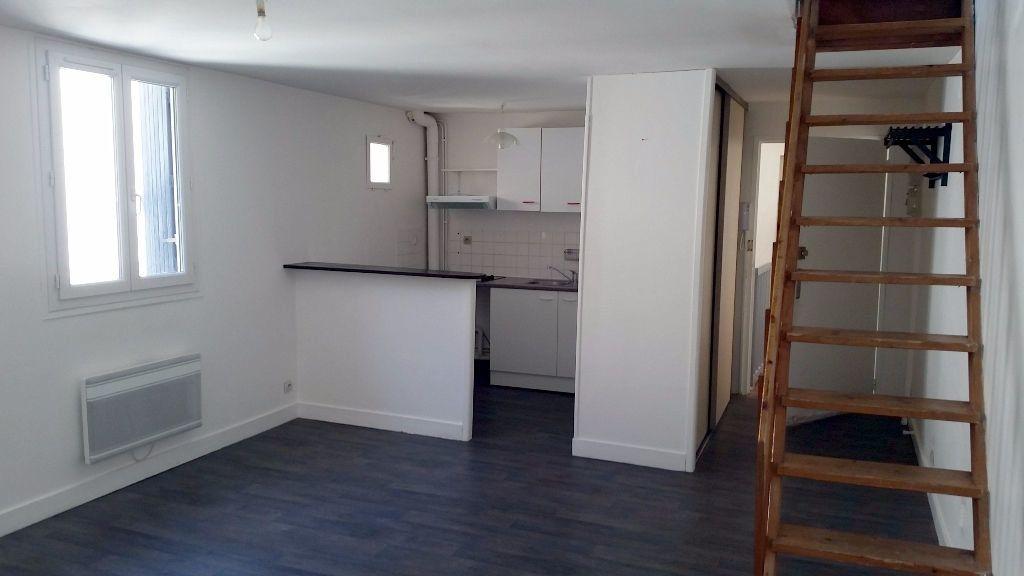 Appartement à louer 3 54.06m2 à Bordeaux vignette-2