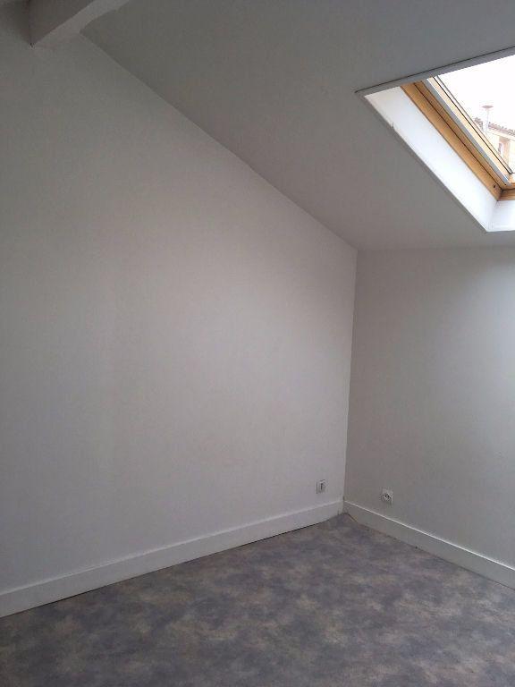 Appartement à louer 3 54.06m2 à Bordeaux vignette-3