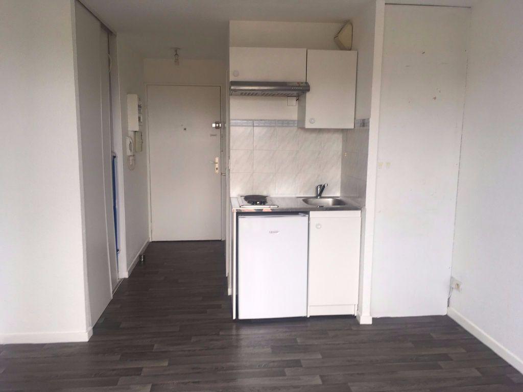 Appartement à louer 1 18m2 à Bordeaux vignette-1