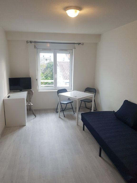 Appartement à louer 1 19.07m2 à Bordeaux vignette-1