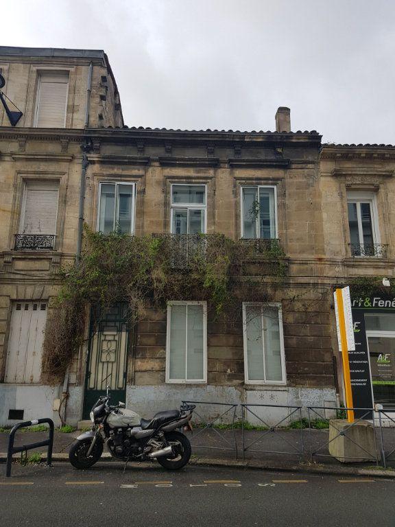 Appartement à louer 2 32.96m2 à Bordeaux vignette-1