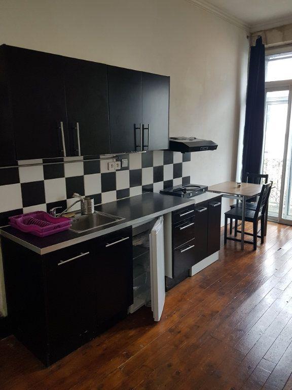 Appartement à louer 2 32.96m2 à Bordeaux vignette-2